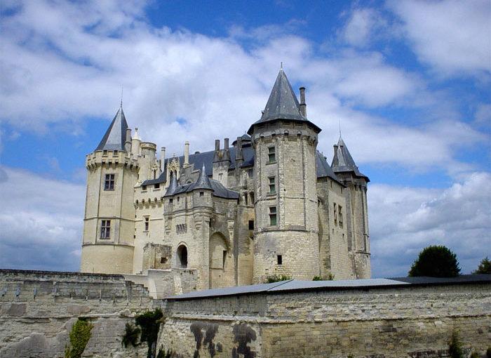 Исторический замок во Франции